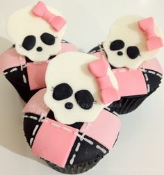 Monster High Cupcakes.  Adorable. Pink, bows, argyle and skulls.  Pretty in Punk.