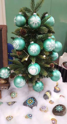 It'S that time of the year! Coastal Christmas Decor, Silver Christmas Decorations, Painted Christmas Ornaments, Hand Painted Ornaments, Christmas Baubles, Handmade Christmas, Sun Wallpaper, Christmas Mandala, Mandalas Drawing