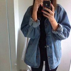 Here is Oversized Denim Jacket Outfit Idea for you. Oversized Denim Jacket Outfit how to wear an oversize denim jacket how Tumblr Outfits, Mode Outfits, Fall Outfits, Casual Outfits, Outfit Jeans, Tomboy Fashion, 90s Fashion, Vintage Fashion, Fashion Outfits