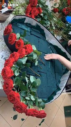 Valentine Flower Arrangements, Creative Flower Arrangements, Beautiful Flower Arrangements, Floral Arrangements, Beautiful Flowers, Flower Bouquet Boxes, Flower Box Gift, Diy Flowers, Flower Decorations