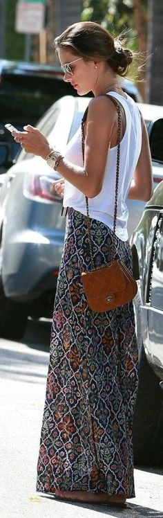 Love the skirt length & pattern with simple white t