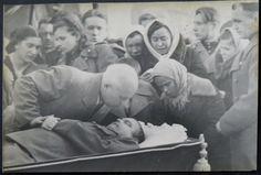 Khrushchev says goodbye to NF Vatutin, April 17, 1944.