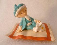 Schöne Sammlerfigur aus Hartplastik:  Original Sandmännchen auf fliegendem Teppich.  Wunderschöne Ausgabe- für Sammler sicherlich ein Schätzchen ♥  Te