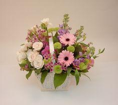 composizioni floreali-colori-tenui-cesto