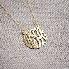 Love this monogram gold necklace! Linen & Gold: #linenandgold #monogram #necklace #blog