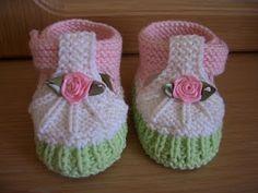 Knitting socks and pinetok