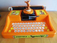 Geoffrey Dial Typewriter Toy Plastic Giraffe Great Graphics Free Shipping