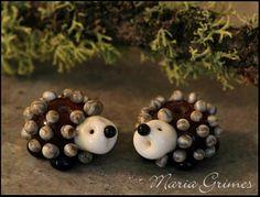 Lampwork Hedgehog Bead 1 by gardenpathbeads on Etsy Fused Glass, Glass Beads, Beads Of Courage, Glass Animals, Beaded Animals, Handmade Beads, Beading Tutorials, Lampwork Beads, Glass Ornaments