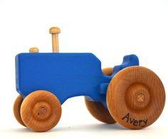 Blauwe houten speelgoed Tractor gepersonaliseerde door hcwoodcraft
