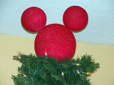 Christmas crafting is fun, and it can in turn save you a lot of money when it comes to decorating. We all know that Christmas tree toppers are a bit pricey Disney Christmas Crafts, Mickey Mouse Christmas Tree, Mickey Mouse Wreath, Disney Christmas Decorations, Kids Christmas, Disney Crafts, Disney Holidays, Disney Tree Topper, Xmas Tree Toppers