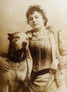 Photo of the Belgian artist Louise De Hem (1866-1922)