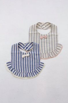 Image Article – Page 601652831440210067 Baby Sewing Projects, Sewing For Kids, Baby Bibs Patterns, Bib Pattern, Baby Crafts, Baby Accessories, Baby Items, Baby Quilts, New Baby Products