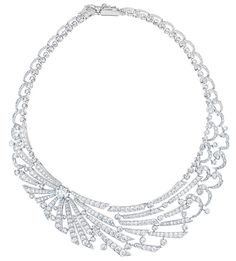 Le collier Phenomena Sunbeam signé De Beers http://www.vogue.fr/joaillerie/le-bijou-du-jour/diaporama/le-collier-phenomena-sunbeam-sign-de-beers/18935/carrousel#le-collier-phenomena-sunbeam-sign-de-beers