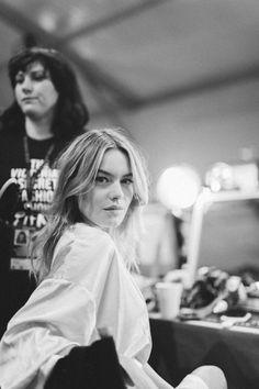Camille Rowe en backstage du défilé Victoria's Secret 2016