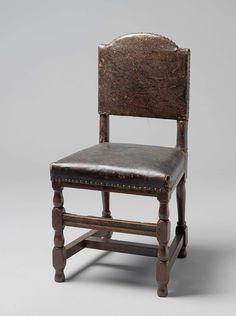 Anonymous | Stoel van eikenhout met zitting en rug van leer, Anonymous, 1675 - 1700 | Acht eikenhouten stoelen met leren zitting en rug. De poten vertonen huis en geleden en zijn verbonden door een H-vormig kruis. Aan de voorzijde bevindt zich, tussen twee huizen, een brede voorsport. De achterpoten wijken naar achteren. De rug rust hoog op de stutten en is van boven gebogen.