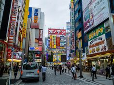 A list of things to do in Tokyo if you only have 3 days. Meiji Shrine, Senso-ji Temple, Tokyo Skytree, Tokyo Tower, Tsukiji Fish Market, Harajuku and more.