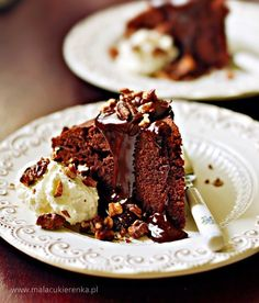 Must try this recepy! Chocolate cake with chocolate sauce Food Inspiration, Chocolate Cake, Cupcake Cakes, Ale, Sweet Tooth, Baking, Sweet Stuff, Recipes, Japanese