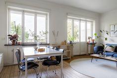 Lundagatan 36F - Bostadsrätter till salu i Stockholm | Länsförsäkringar Fastighetsförmedling Compact Living, Stockholm, Table, Furniture, Home Decor, Decoration Home, Room Decor, Tables, Home Furnishings
