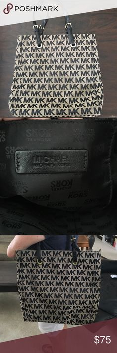 Michael Michael Kors Tote Barely used Michael Michael Kors tote bag. In great condition. Fairly large size and can carry a lot of items Michael Kors Bags Shoulder Bags