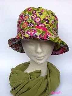 e43750fd9f7 cappello per la pioggia fantasia floreale
