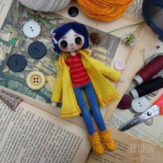 Ideas For Sewing Gifts Ideas Autumn Crochet Animal Patterns, Stuffed Animal Patterns, Crochet Animals, Coraline Doll, Coraline Jones, Cute Crochet, Crochet Dolls, Diy Arts And Crafts, Fun Crafts