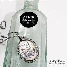 Steel necklace with Cheshire Cat Alice in Wonderland - Collana in acciaio con ciondolo Alice in di LeleleleCreations
