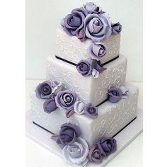 Gâteau de mariage a étages carrés violet - Magazine Avantages