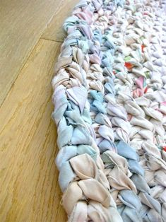 My First Rag Rug! – Made From Old Flat Sheets! – Making Things is Awesome – braided rugs diy Strip Rag Quilts, Rag Rug Diy, Diy Rugs, Diy Tapis, Braided Rag Rugs, Rag Rug Tutorial, Homemade Rugs, Old Sheets, Fitted Sheets