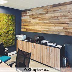 Barnwood / Wall / Inspiratie / Kantoor / Wandbekleding  Deze handige plankjes zijn erg makkelijk te bevestigen en het geeft gelijk een gezellige sfeer aan je kantoor.  #doityourself #zelfklussen #sloophout #oudhout #gebruikthout #oldwood #slaapkamer #woonkamer #creatiefmetwonen #wooninspiratie #woontrends #interieur #interior #wanden #vloeren #meubelen #meubels #vtwonenbijmijthuis #interiorjunkie #landelijkwonen #industrieelwonen #industrieel #industrial #creatiefmethout #homedecor #handmade Outdoor Furniture, Outdoor Decor, Outdoor Storage, Barn Wood, Cabinet, Wall, Inspiration, Home Decor, Ceiling