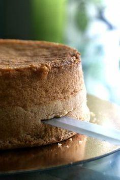 Världens bästa Tårtbotten! Här kommer ett recept på en ljus tårtbotten som jag alltid använder (om jag inte gör chokladtårtbotten, vill säga) när jag gör mina tårtor.Receptet är helt perfekt för det ger höga, fina och jämna…