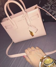 """In love with my new bag Sac de jour in """"Pale blush""""., Makeup Tutorials by Alinna Backpack Purse, Purse Wallet, Ysl Bag, Burberry, Gucci, Beautiful Handbags, Cute Purses, Cute Bags, Luxury Bags"""