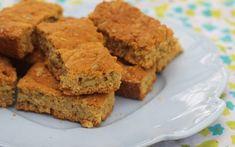 Zucchini and carrot slice - a terrific lunchbox staple | Mumlyfe Easy Caramel Fudge Recipe, Fudge Recipes, Milk Recipes, Homemade Muesli Bars, Healthy Lunchbox Snacks, Chocolate Flapjacks, Rusk Recipe, Drops Recipe, Sheet Cake Recipes