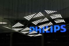LivingSculpture kinetic installation by WHITEvoid. The LivingSculpture kinetic installation was created by WHITEvoid as a kinetic center piece for the PHILIPS trade fair stand at the Light + Building trade fair 2012 in Frankfurt.