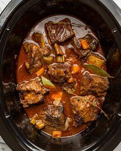 Short Ribs Slow Cooker, Slow Cooker Brisket, Large Slow Cooker, Braised Short Ribs, Beef Short Ribs, Braised Beef, Pork Ribs, Slow Cooker Recipes, Crockpot Recipes