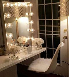 Our DIY makeup room ideas, find the best combination of dedicated space, storage, and style to make applying makeup a joy. Decorate a dressing room vanity. Makeup Table Vanity, Vanity Room, Vanity Ideas, Vanity Set, Makeup Vanities, Diy Vanity, Mirror Ideas, Makeup Vanity In Bedroom, Makeup Vanity Tables