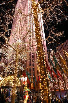 Lights up the Rockefeller Center, NYC.