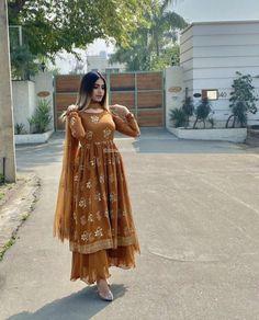 Pakistani Fashion Party Wear, Pakistani Dresses Casual, Indian Bridal Fashion, Indian Fashion Dresses, Pakistani Dress Design, Indian Outfits, Muslim Fashion, Designer Party Wear Dresses, Kurti Designs Party Wear