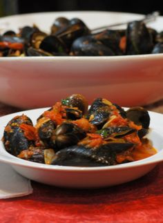 Mussels in a Spicy Tomato Sauce! Make for your friends they will be super impressed!   remcooks