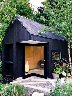 F-R Residence Garden Studio - Nakamoto Forestry Yakisugi (Shou Sugi Ban) <br> This garden studio ADU was designed by Michael Green Architecture, built by Matt Dowd and features exterior Gendai siding with a Broda Pro-Tek-Tor finish. an hauswand Backyard Office, Backyard Studio, Garden Office, Cabin Design, Tiny House Design, Exterior Wall Cladding, Exterior Paint, Garden Cabins, Tiny Cabins