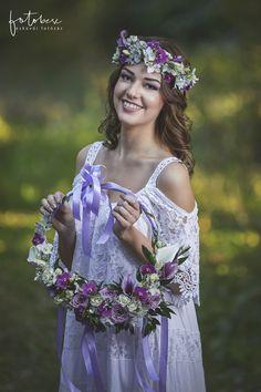 Menyasszonyi csokor 3 tipp a kiválasztáshoz - csodaszép esküvő Girls Dresses, Flower Girl Dresses, Crown, Wedding Dresses, Flowers, Fashion, Dresses Of Girls, Bride Dresses, Moda