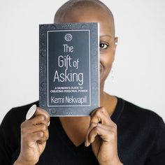 The woman behind this new book #thegiftofasking is serial leap taker @keminekvapil (who I interviewed for #theleapstoriesbook). Tonight we celebrated her book and the power of asking for not only for ourselves but for those around us as well. When we speak up we bring others along with us and empower their voices too. . And if you're considering taking a leap you'll need to get comfortable with asking - because you don't get what you don't ask for. So ask. You really have nothing to lose and…