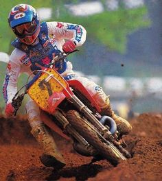 Factory Honda's Ricky Johnson on his way to the 500 National Motocross championship in 1987 - Fran Kuhn photo Motocross Bikes, Vintage Motocross, Motorcycle Helmets, Mx Racing, Off Road Racing, Off Road Bikes, Dirt Bikes, Motocross Championship, Bike Cover