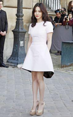Vẻ đẹp tinh khiết của Song Hye Kyo tại Paris Fashion Week - Ảnh 2
