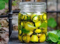 Recipe: Pickled zucchini with mini mozzarella Antipasto, Tapas, Zucchini Pickles, Pickled Zucchini, Gourmet Recipes, Healthy Recipes, Healthy Food, Food Tags, Diy Food