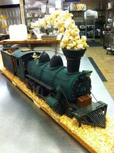 Just a car guy : Steam locomotive cake, with popcorn billowing from the stack. Shared by Carla Bonita Gingerbread Train, Christmas Gingerbread House, Gingerbread Houses, Crazy Cakes, Fancy Cakes, 3d Cakes, Cupcake Cakes, Doll Cakes, Fruit Cakes