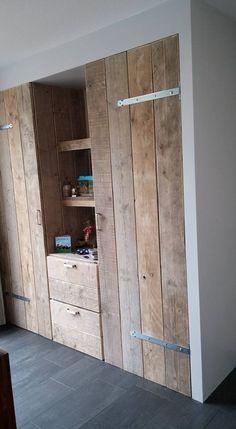 Raw Furniture, Wardrobe Furniture, Simple Furniture, Diy Pallet Furniture, Rustic Furniture, Log Bedroom Sets, Houses In France, Village House Design, Barn Renovation