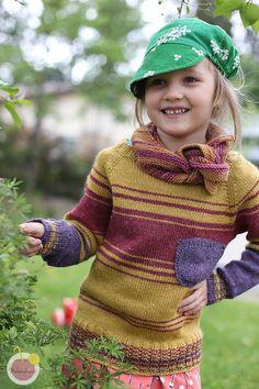 Olen innostunut villapaitojen neulomisesta. Sen ensimmäisen ylhäältä alas paidan jälkeen jäin oikeastaan koukkuun raglanpaitoihin, ja olen nyt testannut sekä alhaalta ylös että ylhäältä alas versioita... #lapsenvillapaitaohje #lapsenvillapaitaraglanohje #ohjevillapaitaanlapselle