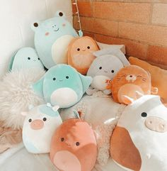 Simple Aesthetic, Aesthetic Indie, Figet Toys, Cute Squishies, Cute Bedroom Decor, Whatsapp Wallpaper, Cute Hedgehog, Cute Stuffed Animals, Cute Plush