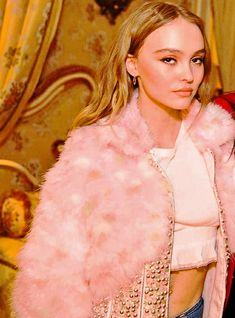 Discover recipes, home ideas, style inspiration and other ideas to try. Lily Rose Melody Depp, Lily Rose Depp Style, Lily Rose Depp Chanel, Vanessa Paradis, Lily Depp, Karl Lagerfeld, Pretty People, Beautiful People, Johnny Depp