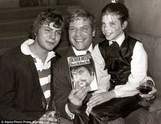 Oliver Reed publicising his autobiography with children Mark and Sarah Old Hollywood Stars, Golden Age Of Hollywood, Classic Hollywood, Oliver Reed, David Hemmings, Handsome Actors, Film Director, New Books, Movie Stars